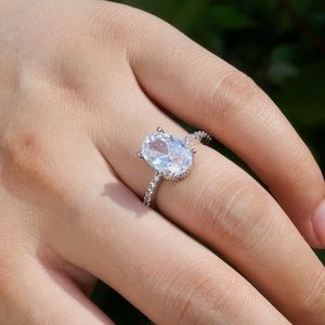 Elegant Oval Cut White Sapphire Ring New